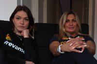 Ayla och Lizylotte bryter familjemönstret